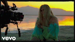 Kesha  Praying Behind The Scenes