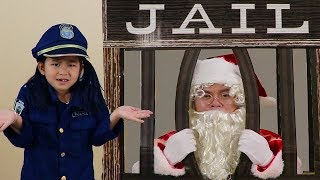 Jannie pretend play as a police officer and helps Santa Clause give presents. Santa Clause was running late and had to pass a stop sign on his way passing out presents to people. Auntie Rose got a present, Uncle John got one, but Uncle K didn't because he was on the naughty list. Santa Clause got lost and accidentally went into jail!