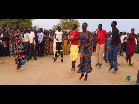 Cultural dance in Bor