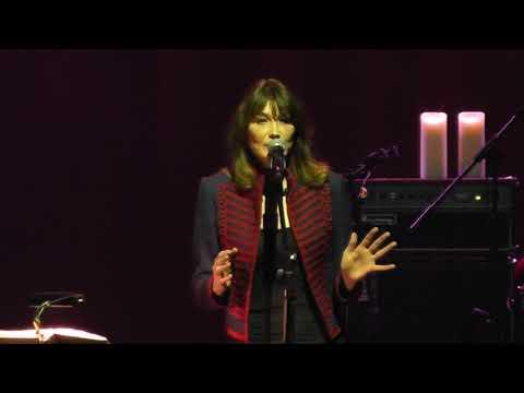 Carla Bruni - Le Plus Beau Du Quartier HD Live From Istanbul 2017