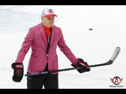 Андрей Разин провёл тренировку в розовом пиджаке