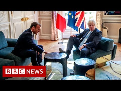 Johnson sticks his foot on a table during a joke with the French president - BBC News
