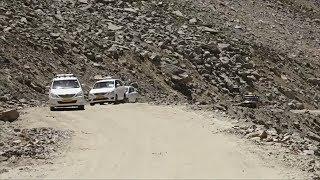 В Индии туристы покоряют самую высокогорную в мире автодорогу