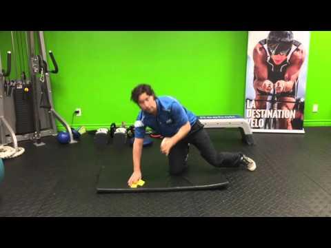 Le massage pour le renforcement des muscles du dos de lenfant de 7 mois de vidéo