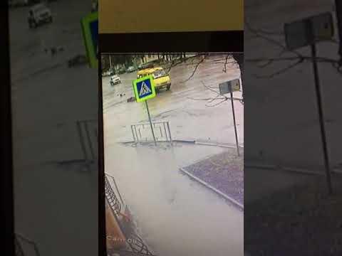 Маршрутка насмерть сбила пешехода в городе Шахты