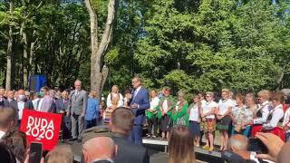 Morawiecki odwołuje koronawirusa i namawia seniorów do pójścia na wybory.