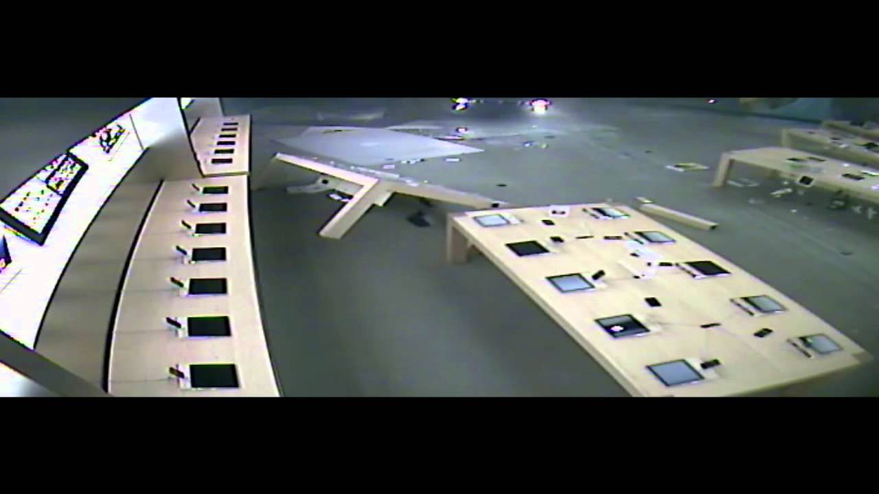 Watch These Robbers Ram Raid An Apple Store