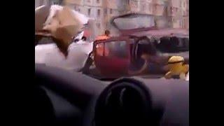 Приколы / Люди и аварии: Сумасшедшая, трагическая, страшная авария, жертвы- машина всмятку!
