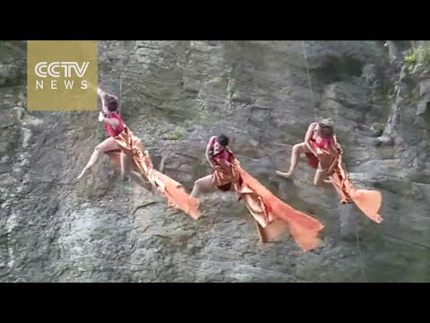 Watch: US artists perform stunning cliff dancing show in central China