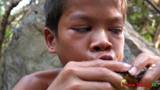 Primitive Technology - Eating delicious - Cooking eel in wild edibles
