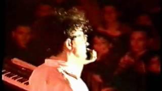 Devo - When We Do It (Live, 10/10/1990 Modena Italy)