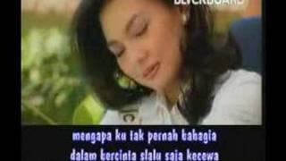 Download lagu Nia Daniaty Orang Ketiga Mp3