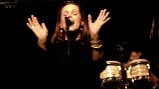 Belinda Carlisle - Summer Rain (acoustic at the London Jazz Cafe)
