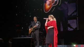 "Kelly Clarkson gets surprised by her husband on stage while she preforms ""piece by piece""."