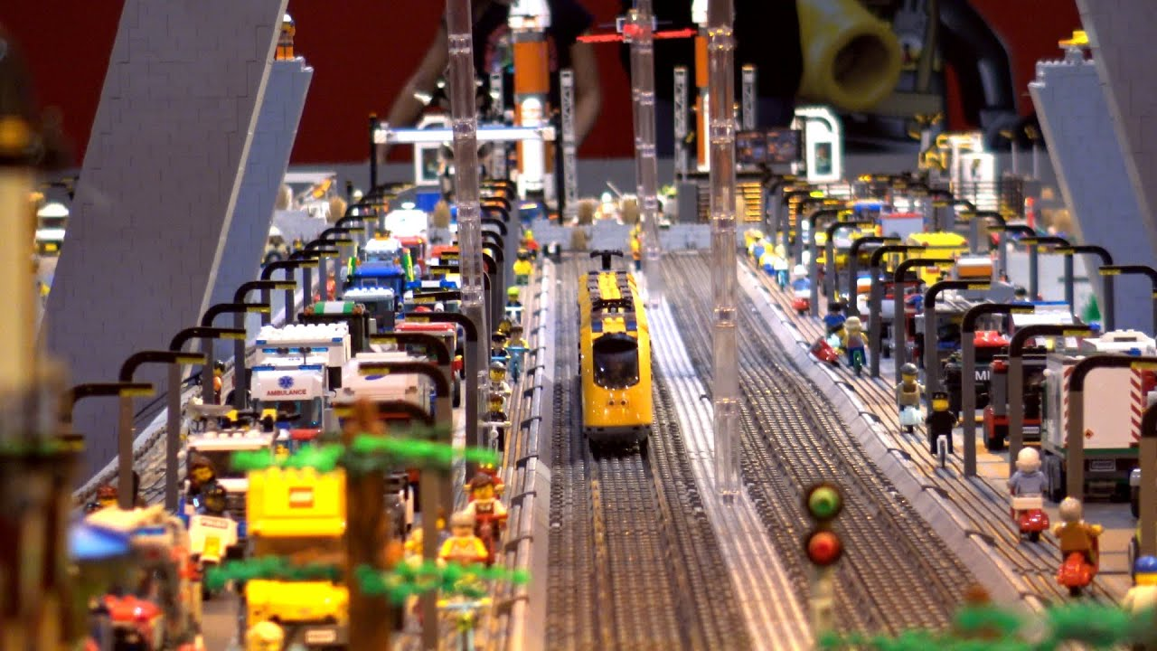THE MOST AMAZING LEGO TRAIN CITY YOU HAVE EVER SEEN IN 360 - LEGO WORLD 2019
