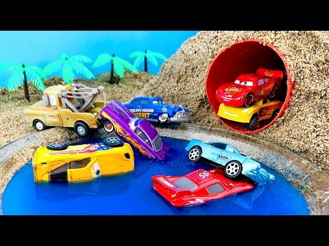Carritos de Carreras para Niños - Coches Atrapados en el Agua y Arena - Disney Cars Toys