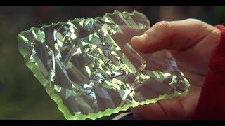 小男孩捡到个盒子,里面的钻石卡片,让他拥有了无法解释的能力
