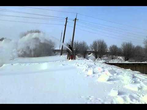 Снегоуборщик самоходный убираем снег с крыши