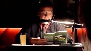 preview picture of video 'Franz Kienesberger  liest im Gronau Klosterneuburg die Geschichte vom Sessel und dem Tisch'