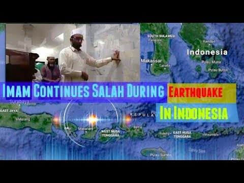 Imam Continues Salah During Earthquake In Indonesia