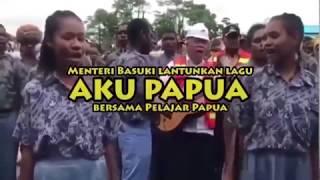 Petik Gitar, Menteri Basuki Nyanyi ''Ayo Papua'' Bersama Pelajar Papua