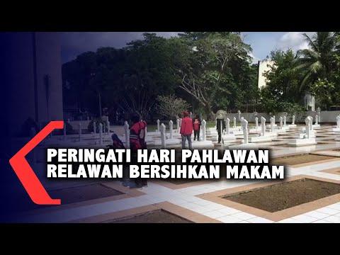 peringatan hari pahlawan relawan bersihkan makam