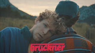 Musik-Video-Miniaturansicht zu Für Immer Hier Songtext von Bruckner