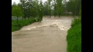 preview picture of video 'Povodně Frýdek-Místek 17.5.2010 - kanál Olešná Ostravice'