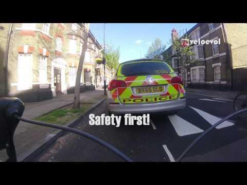 Politi og syklist i munnhuggeri får nettet til å koke