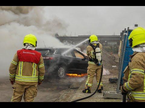 Auto in vlammen op in Maassluis