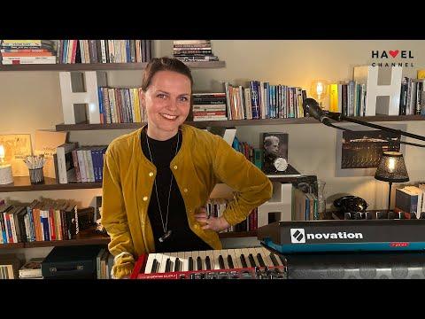 Přehrát video: On-line hudební večer: Bára Zmeková
