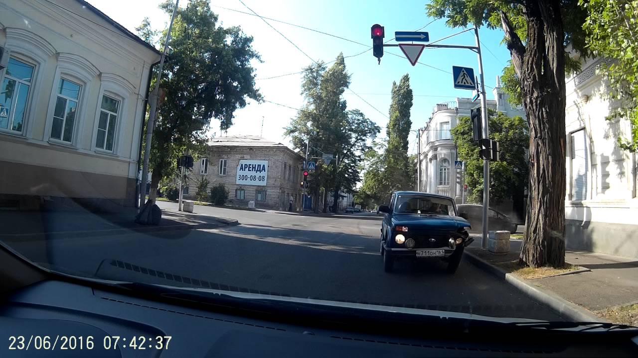 Столкновение на красный свет в Пролетарском районе Ростова-на-Дону