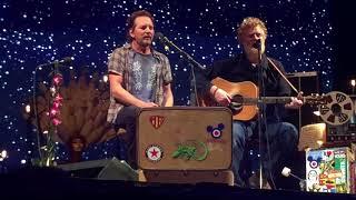 Eddie Vedder & Glen Hansard   Falling Slowly (Ohana Fest 2017) [song Stars At 2:17]