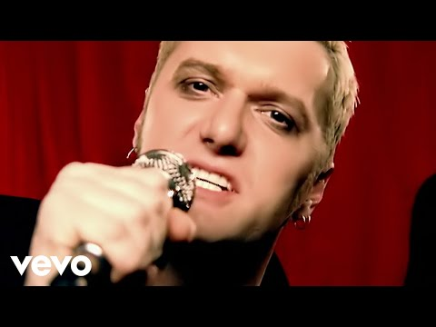 """Chumbawamba on the unlikely, anarchic legacy of """"Tubthumping,"""" 20 years later · Interview · The A.V. Membership"""