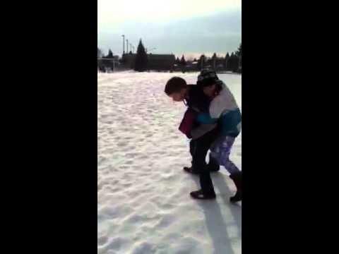 ein 11 - jähriger Junge , der ein 9 Jahre altes Mädchen küssen - YouTube ▶ 0: 54
