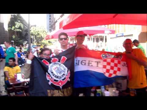 Croatas, alemães, japoneses, australianos! Todos gritam Corinthians! A casa é nossa!