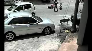 preview picture of video 'Raja Uda Accident Caugh by CCTV Camera on CIF Format.avi'