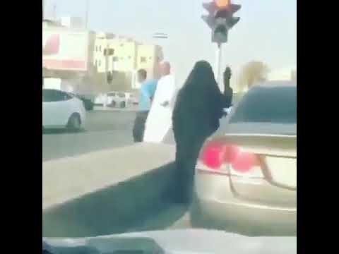 العرب اليوم - شاهد: مشادة بين سيدتين سعوديتين على أولوية المرور
