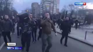 """Порошенко сбежал от """"охотников"""" при помощи газа - Россия 24"""