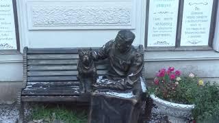 Памятник Профессору Преображенскому и Шарикову в Санкт-Петербурге на Моховой 27