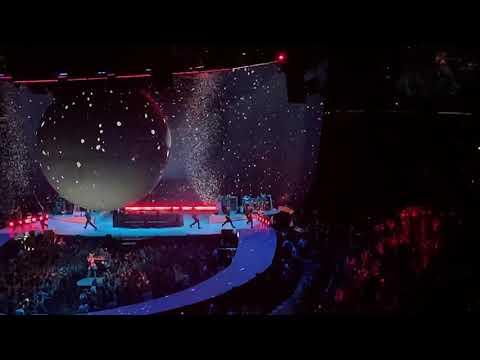 Ariana Grande - Santa Tell Me (Sweetener Tour)