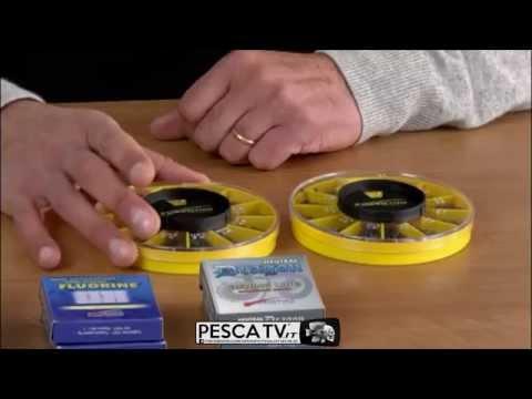 Video che pesca sul lago su un crucian