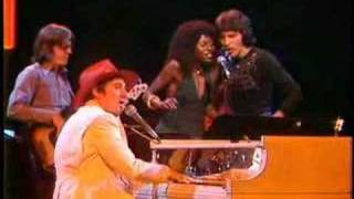 LAUGHTER IN THE RAIN - Neil Sedaka at the Midnight Special