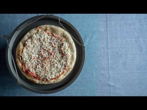 Set 4 teglie per pizza con supporto da forno
