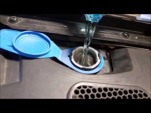 Scheibenreiniger / Scheibenfrostschutz bei Fahrzeugen auffüllen / nachfüllen