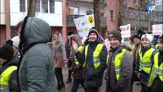 Жители Панковки парадом привлекли внимание к проблеме детской безопасности на дороге