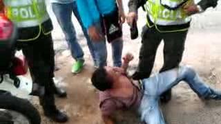 preview picture of video 'Abuso de Los Policias Contra Los Vendedores ambulantes - En Ibague - Arkacentro'
