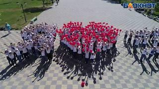 """""""Я люблю Россию"""" флэшмоб новороссийских школьников"""