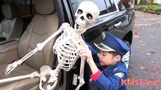 ガイコツ 逮捕する!! おまわりさんごっこ 警察 ハンバーガー屋さんごっこ おゆうぎ こうくんねみちゃん Skeleton Arrest Play Police officer Preted play