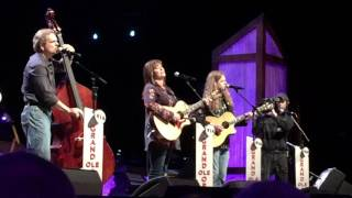 """Outbound Plane"" Suzy Bogguss LIVE at the Grand Ole Opry"